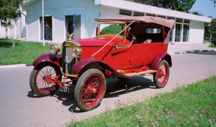 Automobilul-EGO-Muzeul-de-istorie-Tedor-Cincu-Tecuci